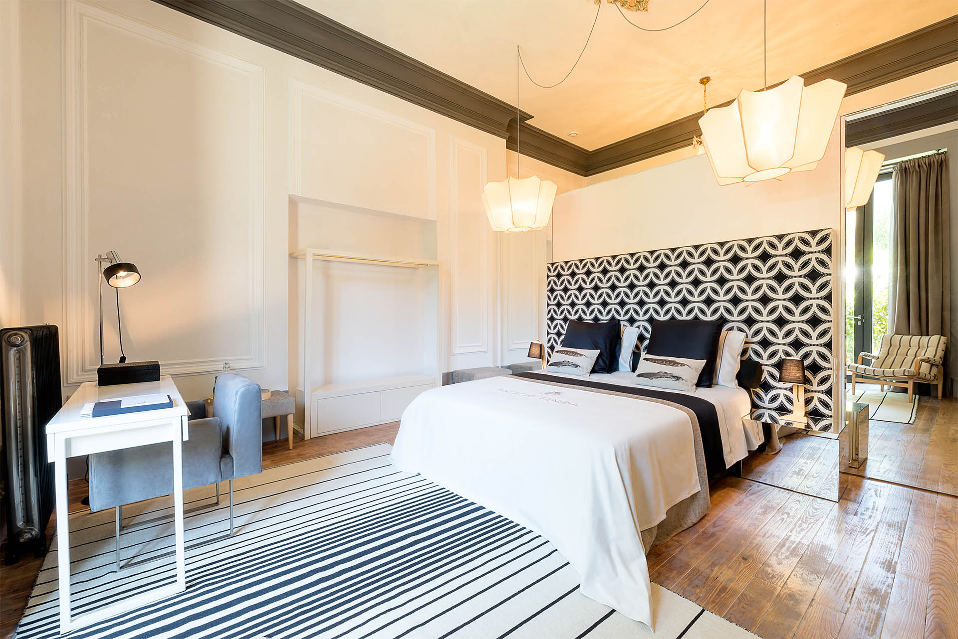 luxury suite Charm Palace Porto | black suite