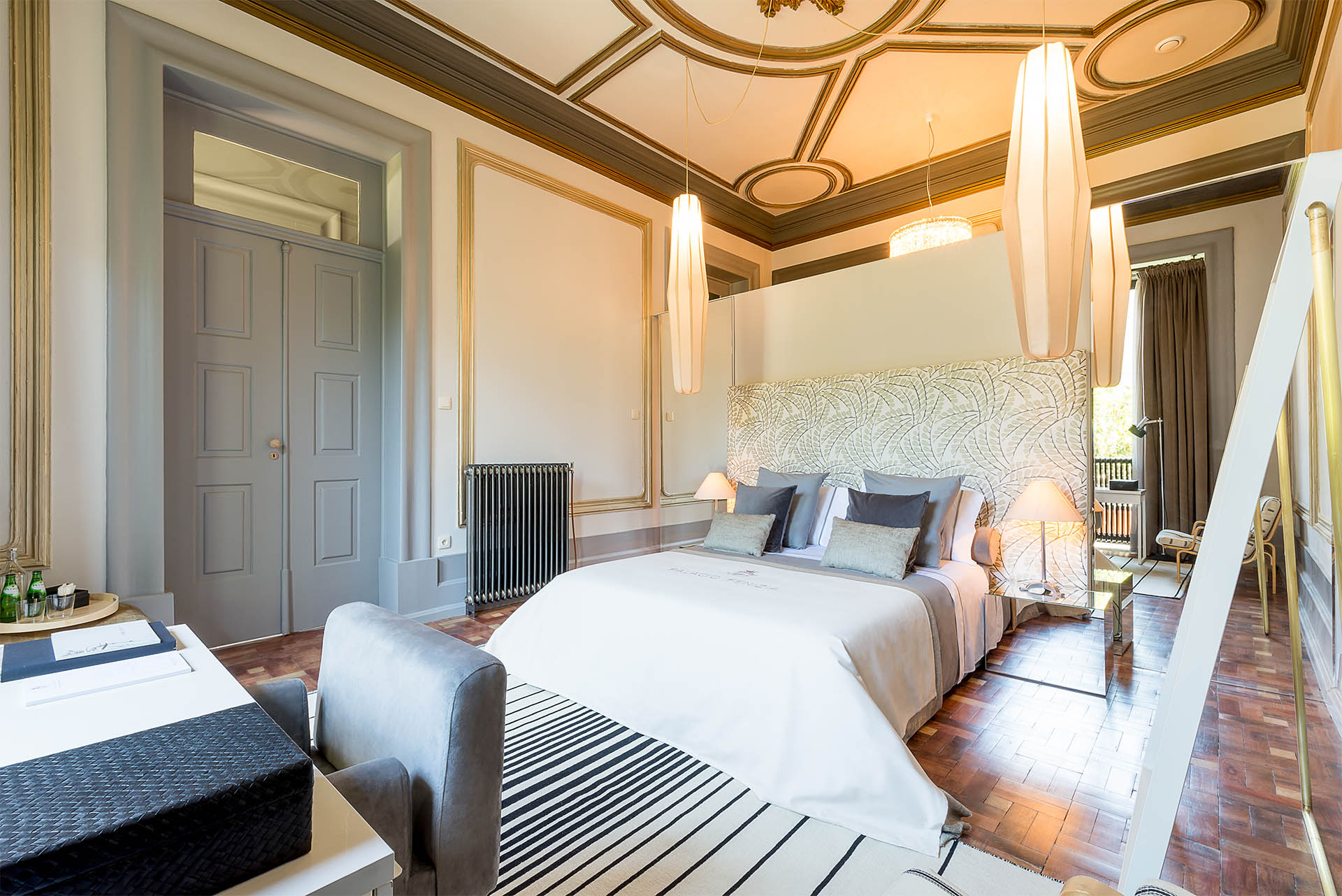 luxury suite Charm Palace Porto | grey suite