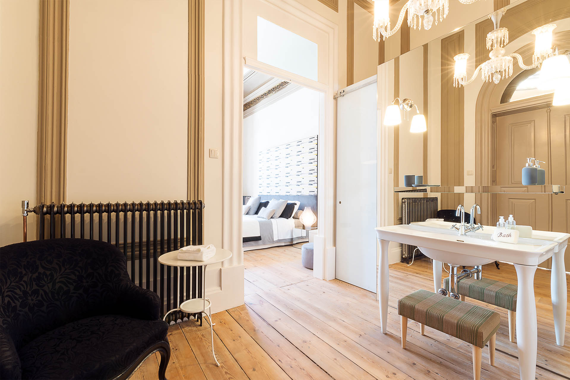 luxury suite Charm Palace Porto | yellow suite